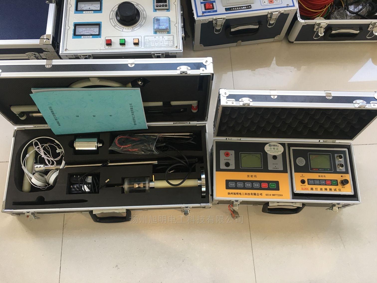 扬州旭明电工科技有限公司是专业生产路灯电缆故障测试仪的厂家 一、概 述 本仪器是由发射机、接收机、磁感应探测棒、定位探测架等组成。是光缆、电缆故障定位测试的专用仪表,适用测试对象为具有金属导体(线对、护层、屏蔽层)的各种光缆、电缆。其主要功能为对地绝缘不良点的定位测试,线缆路径的探测以及线缆埋深的测试。 二、主要特点 ¨ 接收灵敏度高 ¨ 静态漂移低 ¨ 定位精度高 ¨ 抗干扰能力强 ¨ 液晶屏显示信号及状态 ¨ 内置锂电池供电,并配有充电器 三、主要技术参