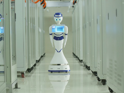 探班智能母排式数字实验基地:机器人来看家