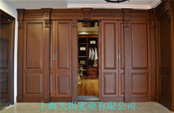 客厅背景墙隐形门